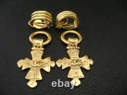 Auth Chanel Vintage Large 2-Way Gold Top with Cross Dangling Clip Earring(94P)
