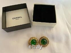 Auth Vintage CHANEL Green Gripoix Stone Round Clip On Earrings Gold