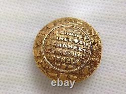 Authentic CHANEL Gold Tone Clip-on Earring Vintage 5I010290