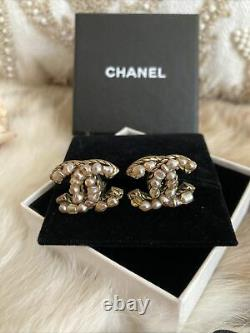 Authentic Chanel Vintage Imitation Pearl CC Logo Clip On gold Earrings CHIC