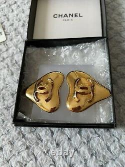 Authentic Vintage CHANEL Gold Tone Heart Shaped Earrings CC