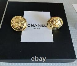 CHANEL CC Logos Matelasse Earrings Gold Clip-On France Vintage Authentic