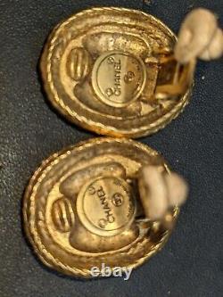 CHANEL VINTAGE 1970s CC LOGO ROPE OVAL SHAPE CLIP ON XL EARRINGS MINT