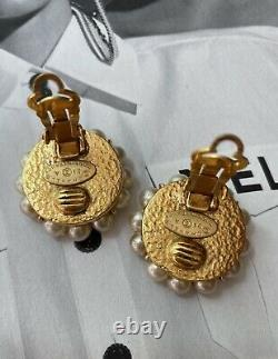 Chanel vintage gripoix and pearl clip on earrings