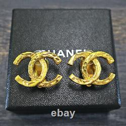 Rise-on CHANEL Gold Plated CC Logos Vintage Clip Earrings #147c
