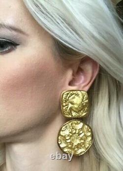 Vtg Kenneth Jay Lane KJL Designer Earrings Etruscan Runway big clip goldtone EUC